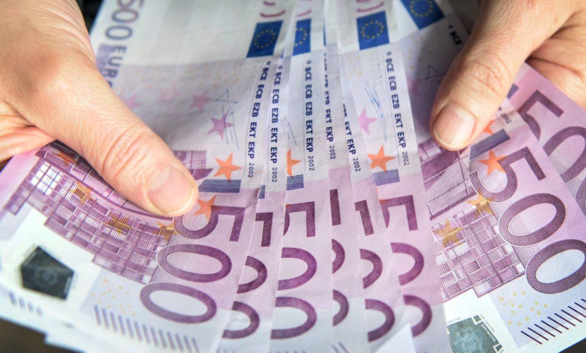 - 10000 euro anlegen geld investieren tipps anlage aktien bundesanleihen tagesgeld 1 1160x700 - Vorsicht bei Verlassenschaften, Haus/Wohnungsräumungen,Haus/Wohnungsauflösungen und Entrümpelungen jeder Art! Es könnten sich wahre Schätze in den Objekten befinden!